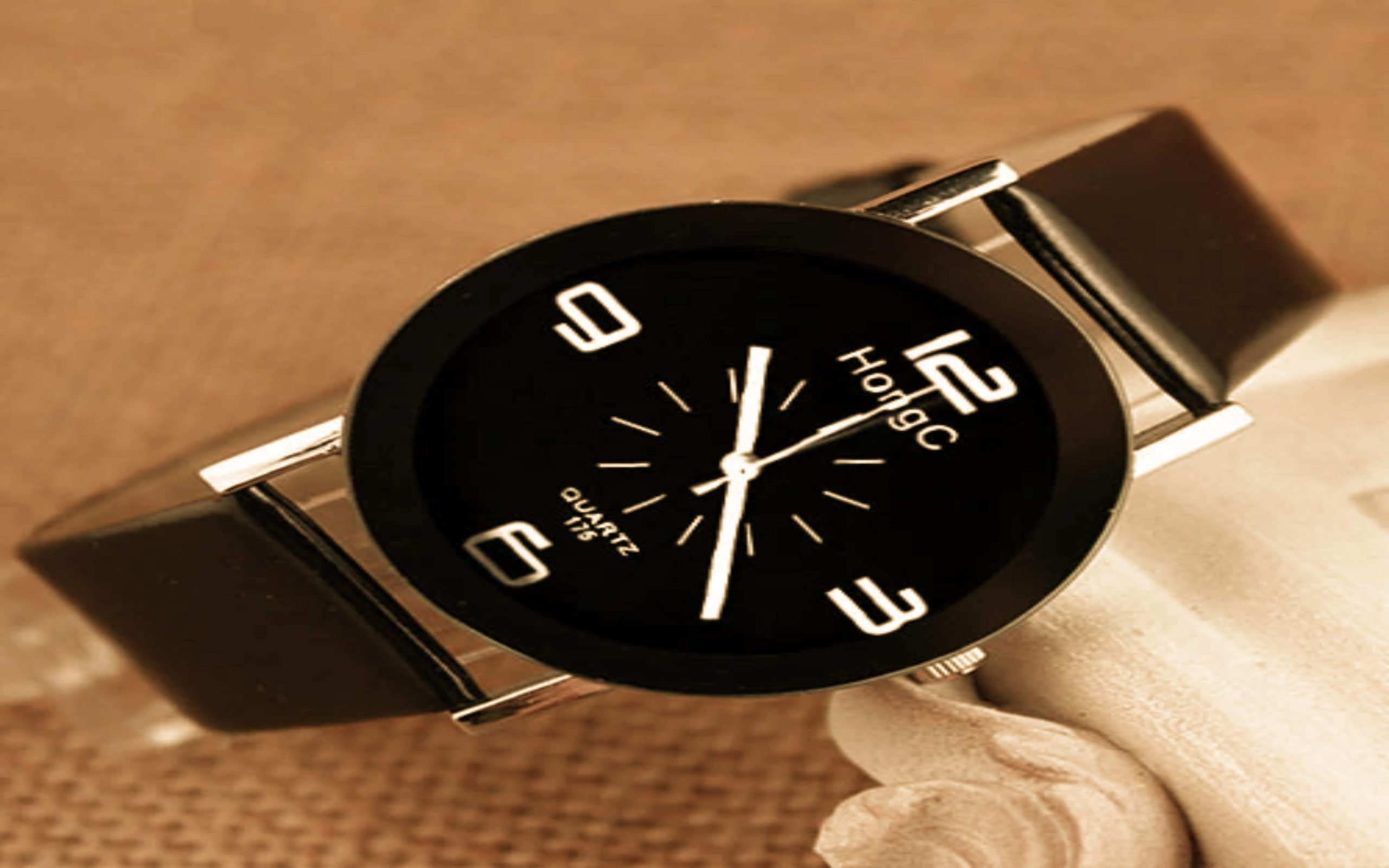 What are the tips for selecting luxury lady's watches?